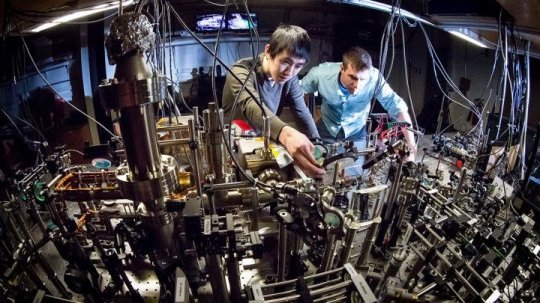 First-ever direct observation of chiral currents in quantum Hall atomic simulation