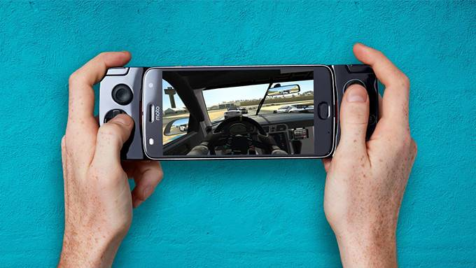 Motorola's Gamepad MotoMod Will Be Available August 25